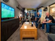 Vitesse-fans behelpen zich bij gebrek aan stadion met de tv: 'Wég titel!'