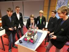 Team Sondervick uit Veldhoven strijdt fel met hun robot