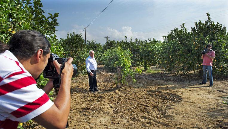Spaanse media bij de vindplaats op de citroenboomgaard in Alquerías, ongeveer 12 kilometer van Murcia, waar de Spaanse politie de lichamen heeft aangetroffen. Beeld ANP