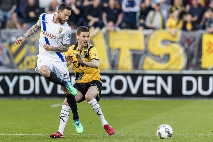 Tim Matavz (wit shirt) is de spits van Vitesse. De aanvalsleider staat in 2018 nog droog.