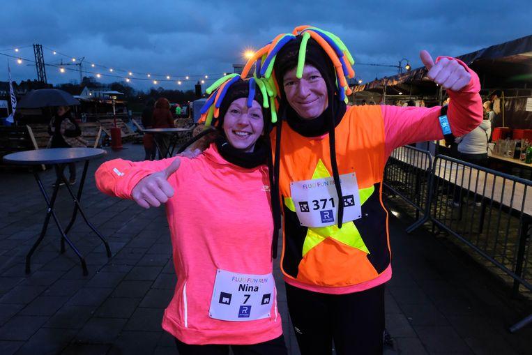 Tweede Fluo Fun Run: Nina en Ingrid zijn klaar voor hun eerste deelname.