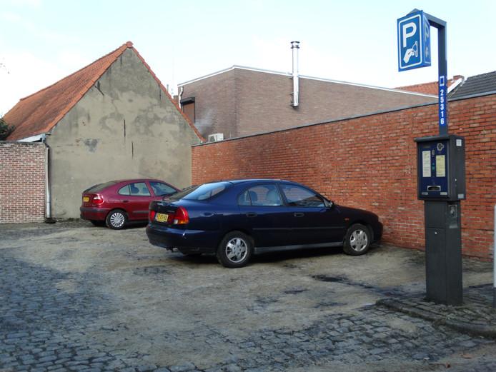 De parkeerplaats waar de uitgebrande auto's geparkeerd stonden.