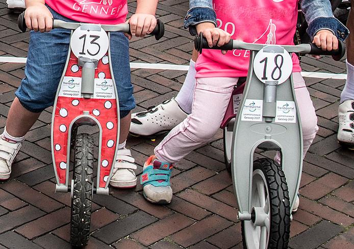 Foto ter illustratie. Ook in de Ronde van Lexmond racen de allerkleinsten tegen elkaar tijdens de Hummeltjesrace.