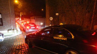 VIDEO. Taxichauffeurs toeteren Ben Weyts wakker: minister van Mobiliteit kan er niet mee lachen