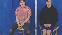 Feminist wint award voor stoel tegen 'manspreading', de wijdbeens zittende man