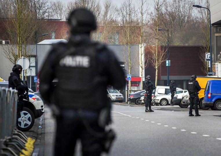 Zware beveiliging bij de extra beveiligde rechtbank De Bunker in Osdorp voor de voortzetting in het grote liquidatieproces Marengo. Beeld EPA