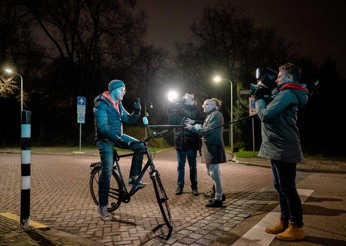 Premier Mark Rutte verlaat het Catshuis na overleg over de toeslagenaffaire vorige week. Morgenavond - na de corona-persconferentie - is er een extra ministerraad om te overleggen over hoe het kabinet moet omgaan met het vernietigende onderzoeksrapport naar de affaire.