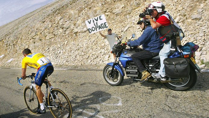 Lance Armstrong in 2002 op de Mont Ventoux.