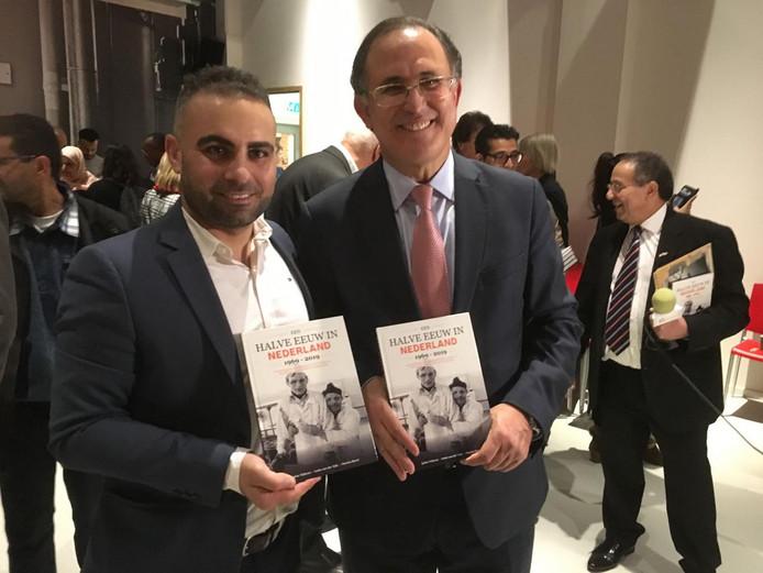 Schrijver Sahin Yildirum (links) en Marokkaanse ambassadeur Abdelouahab Bellouki.
