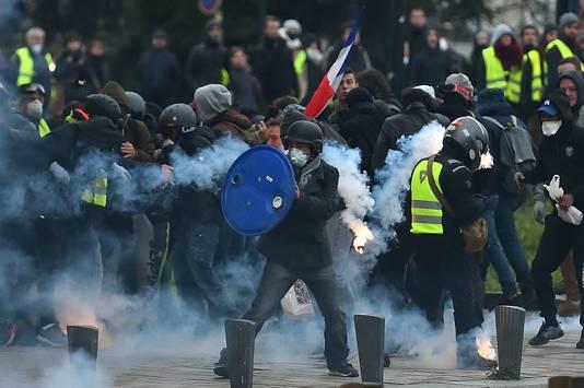 Een protest van Gele Hesjes in Nantes leidde ook tot schermutselingen.