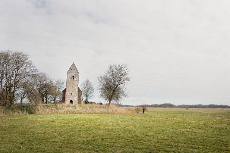 Het kerkje van Marsum, bij Delfzijl. Beeld Hollandse Hoogte / Reyer Boxem