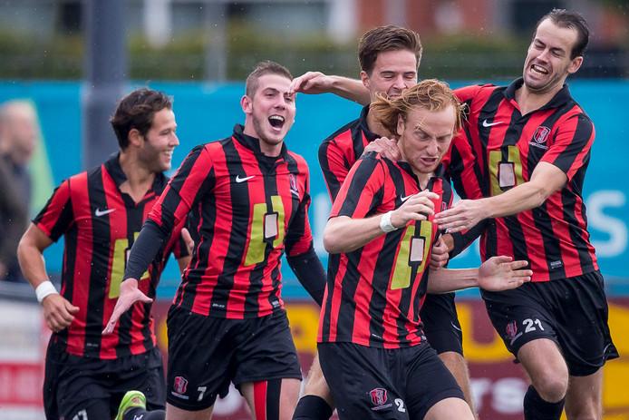 Feestende OJC-spelers na een doelpunt tegen de profs van Sparta in het bekertoernooi twee jaar geleden.
