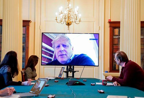 Johnson tijdens een videomeeting met de regering op 28 maart.