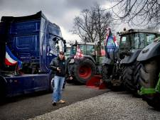 LEES TERUG | Aantal boeren toch over snelweg terug naar huis, politie grijpt in