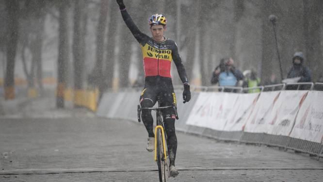 Oppermachtige Van Aert klieft in Mol door het zand en de sneeuw naar eerste zege in Belgische driekleur