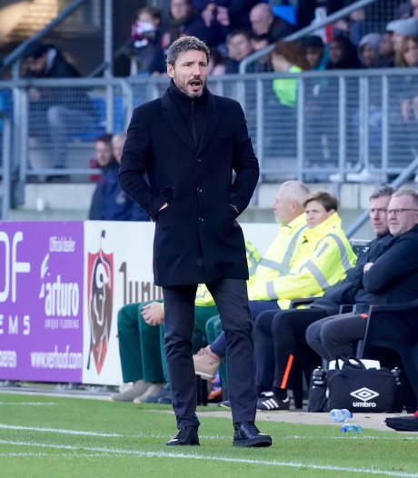 PSV gaat Van Bommel nu niet ontslaan, maar de tijd begint wel te dringen