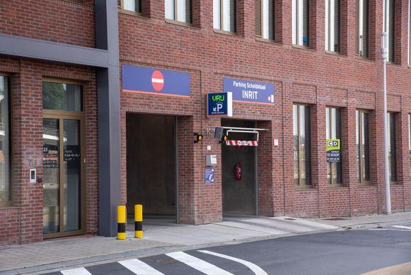 Tijdens de kermis kan je gratis parkeren in de parking aan de Scheldekaai in Wetteren.