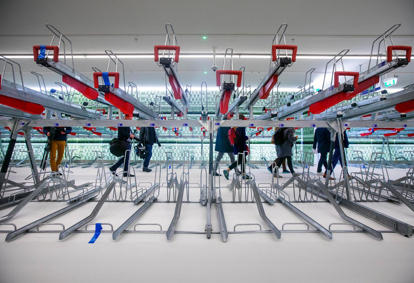 Nieuwe ondergrondse fietsenstalling bij Den Haag Centraal station.