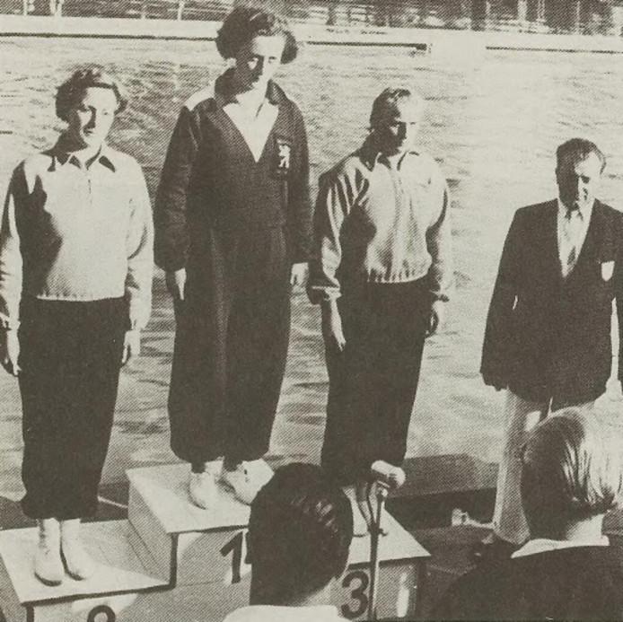 Archief: Vergauwen tijdens de uitreiking van de gouden medaille op het Europees Kampioenschap in 1950.