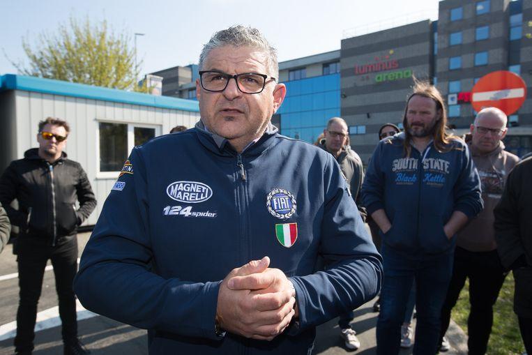 """Roberto Pilotto, de man achter """"Red de Oldtimer Limburg"""" is tevreden met de opkomst van een kleine 300 oldtimers."""
