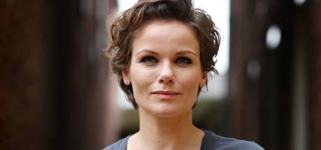 Actrice Angela Schijf voorlopig uit roulatie na operatie aan voeten