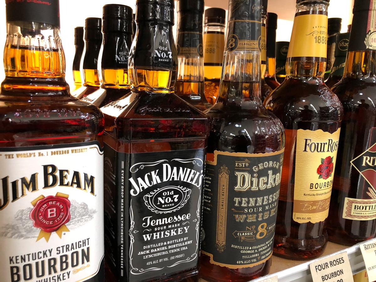De man was verlekkerd op whiskey en wodka.