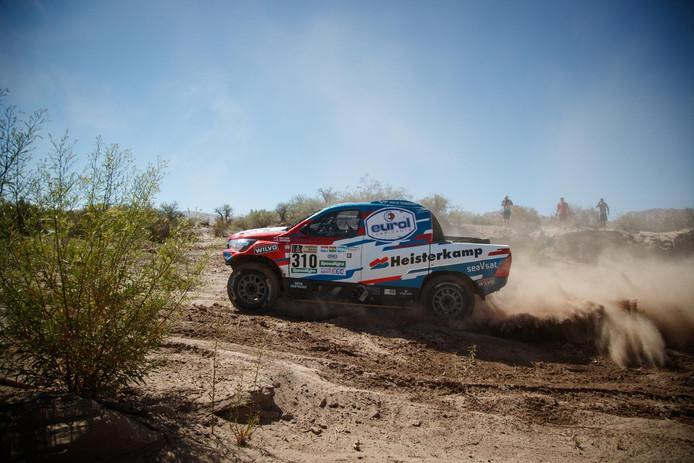 De Toyota van Erik van Loon tijdens de Dakar Rally 2017.