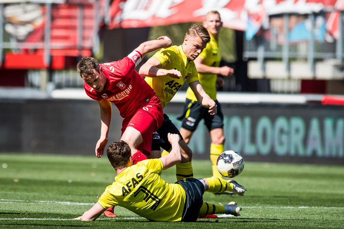 Wout Brama in actie in zijn laatste wedstrijd: op 22 april tegen Jong AZ.