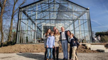 """Eerste autonome kaswoning van België af: """"Het is hier zàlig wonen"""""""