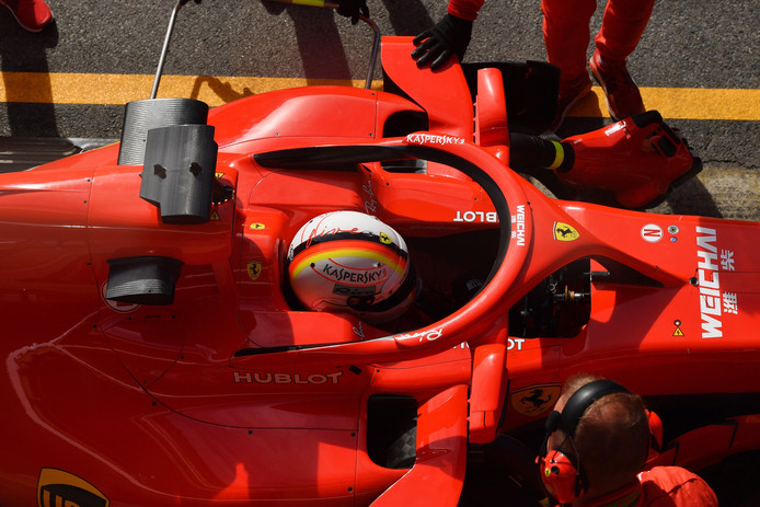 Sebastian Vettel met spiegels aan de halo.
