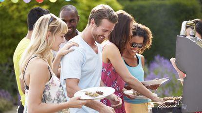 10 tips om ook op feestjes gezond te eten