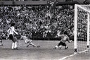 1978: Bij 1-1 schiet Rob Rensenbrink vlak voor tijd de bal tegen de paal tegen Argentinië.