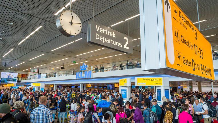 Schiphol verwacht vrijdag de drukste dag van de herfstvakantie. Beeld ANP