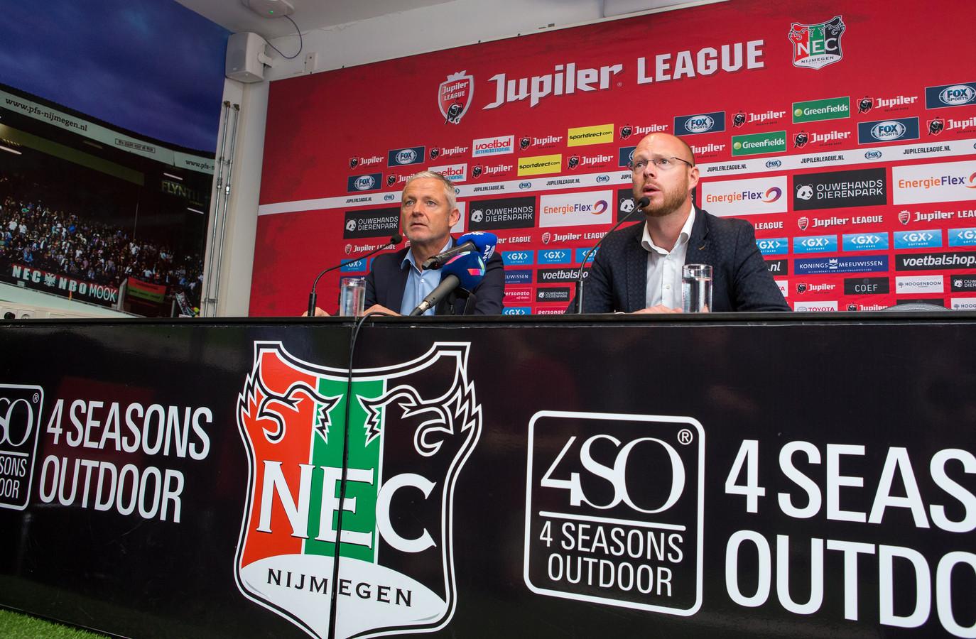 De ontslagen technisch directeur Remco Oversier (rechts) van NEC naast trainer Jack de Gier.
