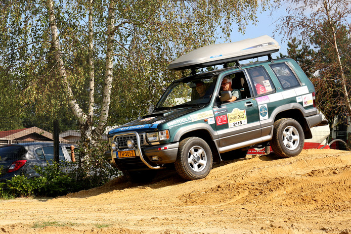 Deze jeep maakt samen met motoren onderdeel uit van Team Kalidoe, dat binnenkort afreist naar Gambia.