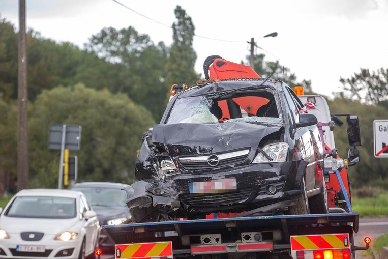 De zwaarbeschadigde Opel van het slachtoffer.