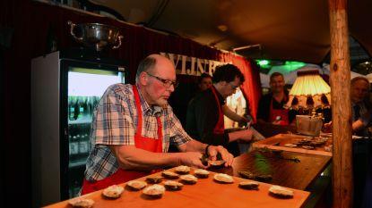 Ze zijn er weer…genieten van oesters op het Martelarenplein