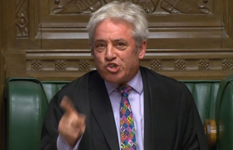 Nadat Johnson Brussel met tegenzin een uitstelbrief naar de EU had gestuurd, verzocht hij nu alsnog over zijn akkoord te gaan stemmen. Zoals te verwachten hield Bercow dat tegen. Beeld AFP