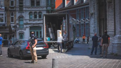 Het Lam Gods is weer compleet: panelen worden onder politiebewaking van MSK naar Sint-Baafs gebracht