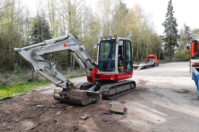 Vloeibaar asfalt gedumpt op parkeerplaats Leenderbos in Leende