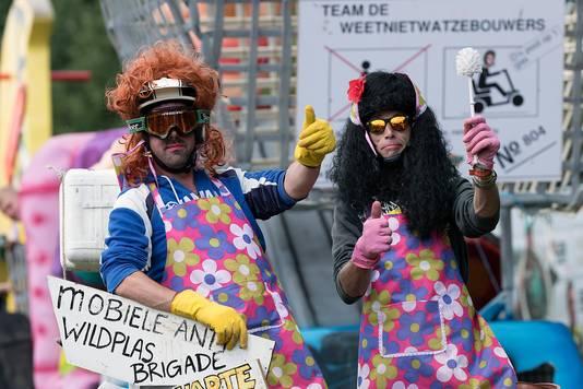 De 'Mobiele anti wildplas brigade'. Foto: Jan van den Brink