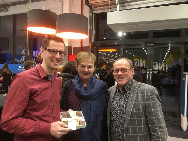 Storemanager Wouter Eloot kreeg bij de opening het bezoek van burgemeester Marleen Van den Bussche en schepen Geert De Roo.