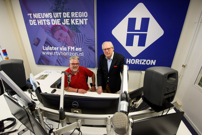Jan Waterschoot en Rolf Simons, Bestuur van RTV Horizon in de nieuwe studio.