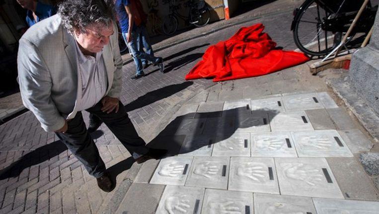 Schrijver A.F.Th. van der Heijden opende de Writers Walk of Fame voor de deur van Scheltema in juli Beeld Jerry Lampen