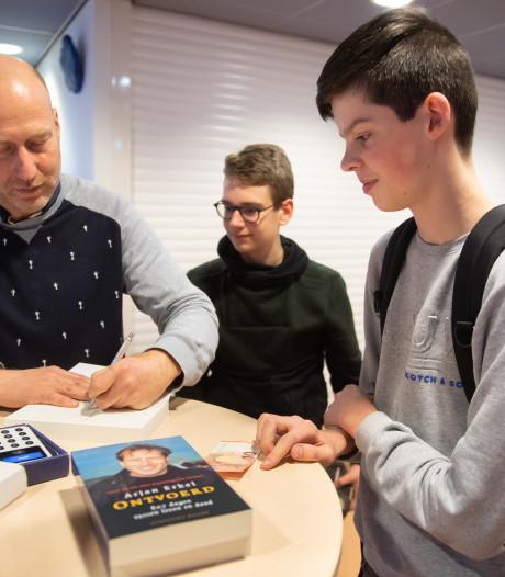 Arjan Erkel krijgt leerlingen Dongemond stil