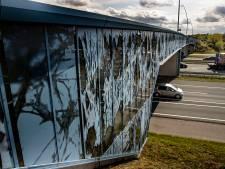 Verlichte viaduct op de Randweg Eindhoven: Van verlicht visitekaartje naar gatenkaas