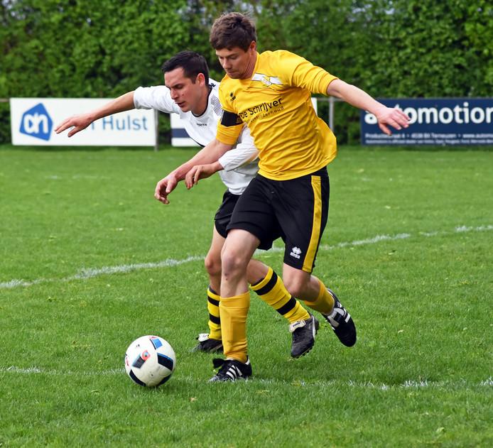 SDO'63 (geel) verloor zaterdagavond met 0-5 van Rimboe.