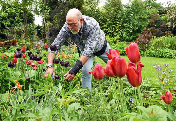 De gemeente zorgt voor de bloemen. de buurtbewoner voor het onderhoud.