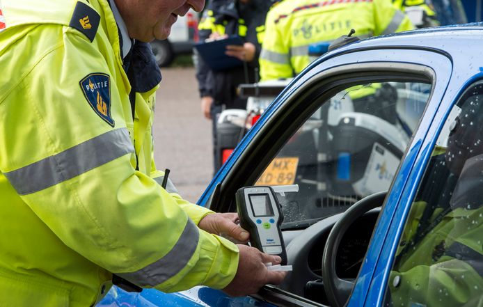 Foto ter illustratie: een blaastest van de politie.