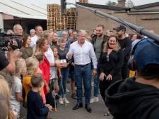 Gebroeders Ko en Dries Roelvink op de Markt in Wageningen